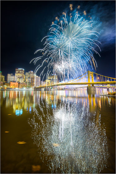 Light-Up-The-Skyline-And-River.jpg