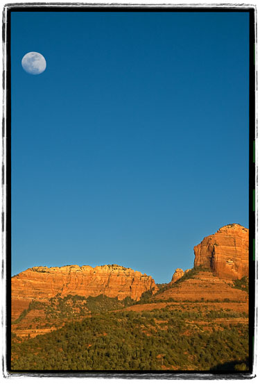 Moon-Over-Redrocks.jpg